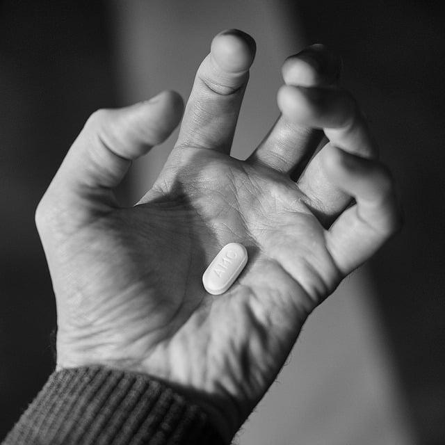 tabletka esperalu na otwartej dłoni