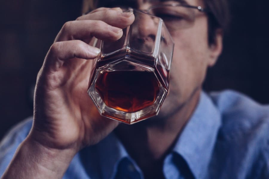 wpływ alkoholu na twarz